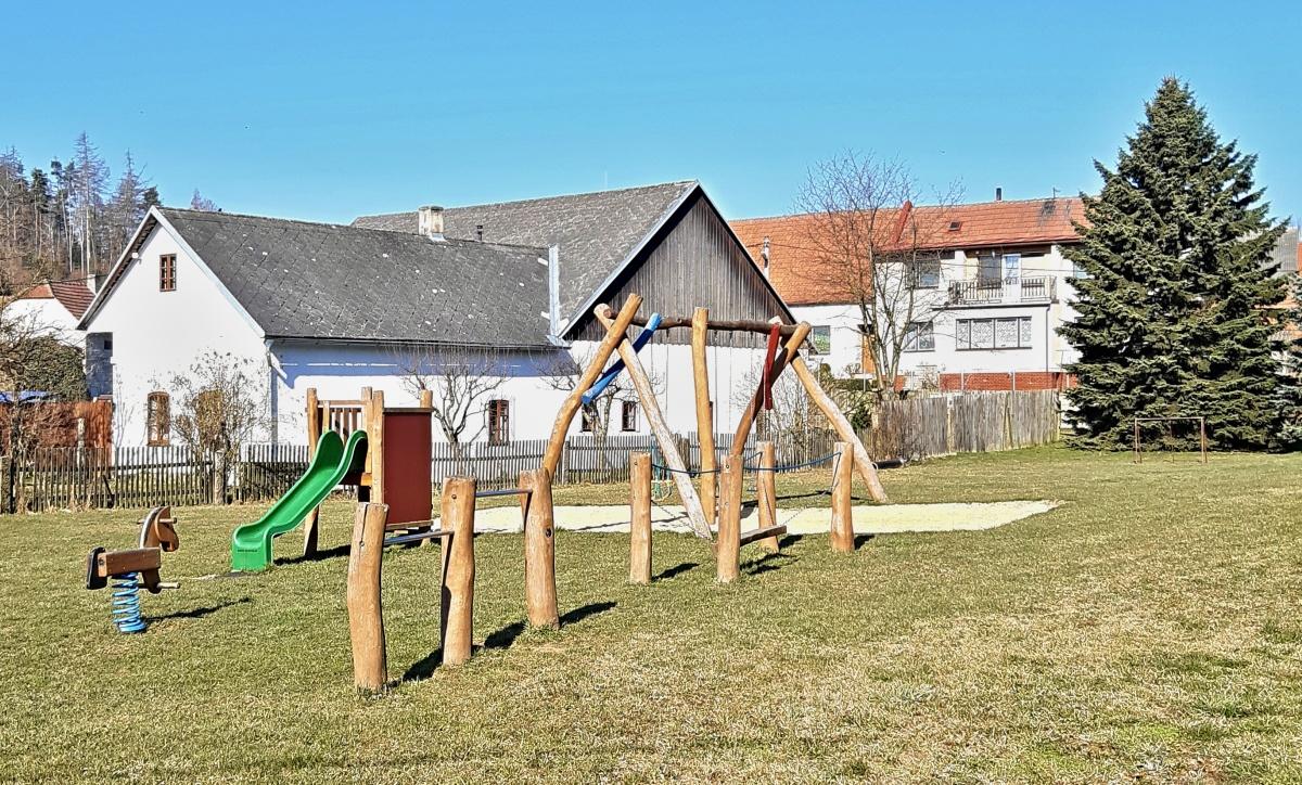 Vystrčenovice dětské hřiště